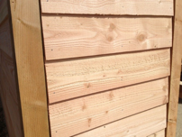 Hier een stuk douglas hout dat behandeld is met HK Lazuur kleurloos